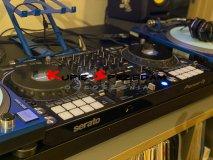Najnowszy 4-kanałowy profesjonalny kontroler DJ Pioneer DJ DDJ-1000SRT dla rekordbox dj